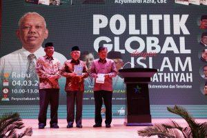 tasyakuran peluncuran 8 buku islam wasathiyah, azyumardi azra
